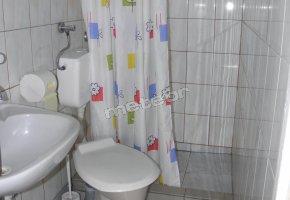 pokój po prawej stronie - łazienka