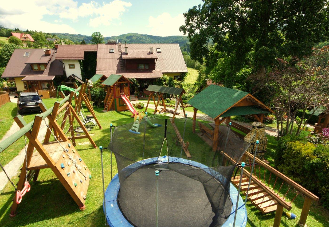 Ogród z atrakcjami dla dzieci i dorosłych