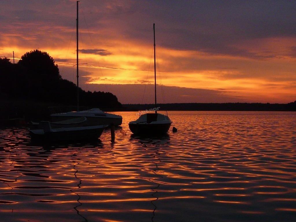 Wschód słońca nad Jeziorem Powidzkim
