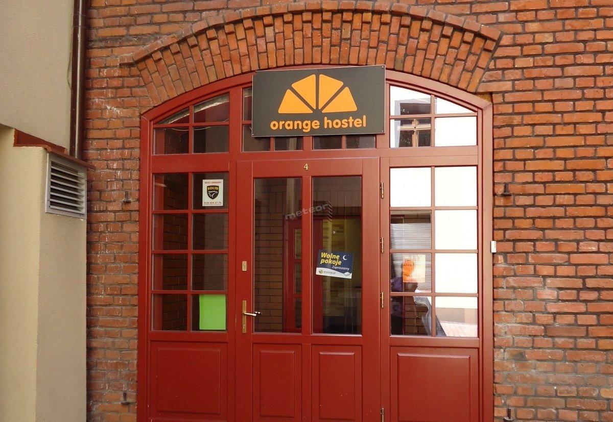 Drzwi wejściowe do Hostelu Orange