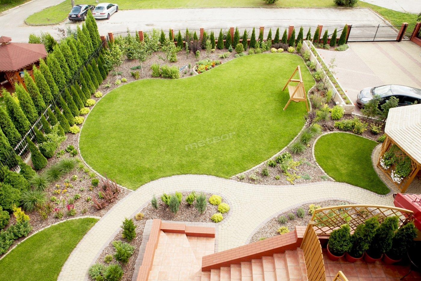 ogród przy hotel-iku