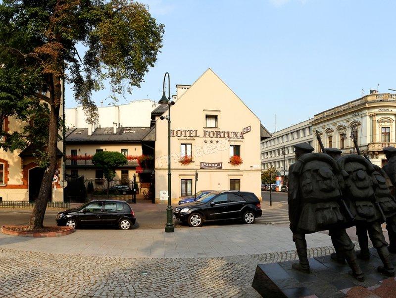 Hotel Fortuna BIs - widok z ul. Piłsudskiego