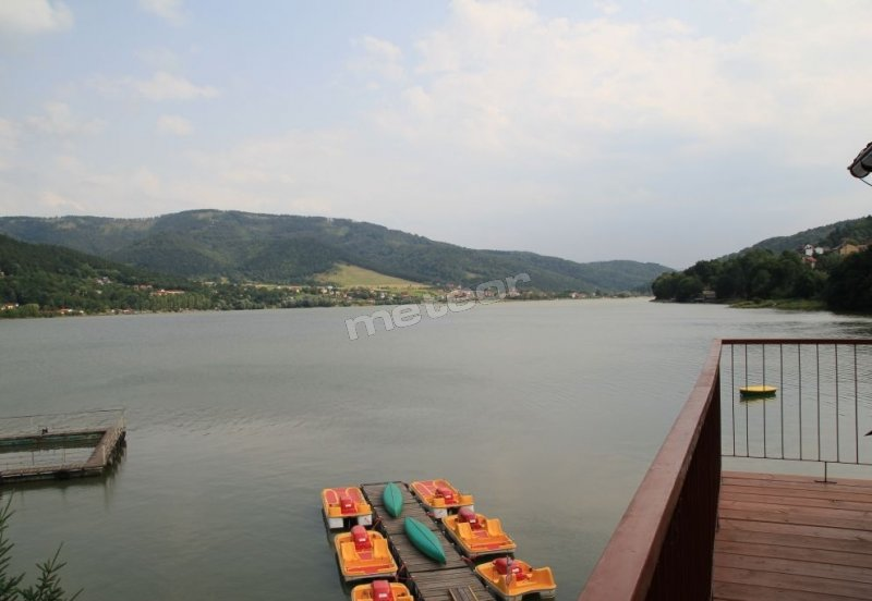 Widok z OWR Przystań na jezioro i góry