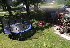 ogród do dyspozycji, bezpośrednie zejście z dużego tarasu, który znajduje się przy saloniegrill węglowy, miejsce do wypoczynku