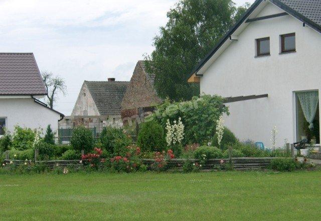 widok budynku od wjazdu