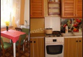 Kuchnia(kuchenka,garnki,naczynia,sztućce,lodówka,czajnik elektryczny)