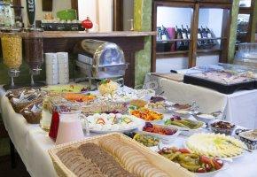 śniadanie w formie bufetu szwedzkiego