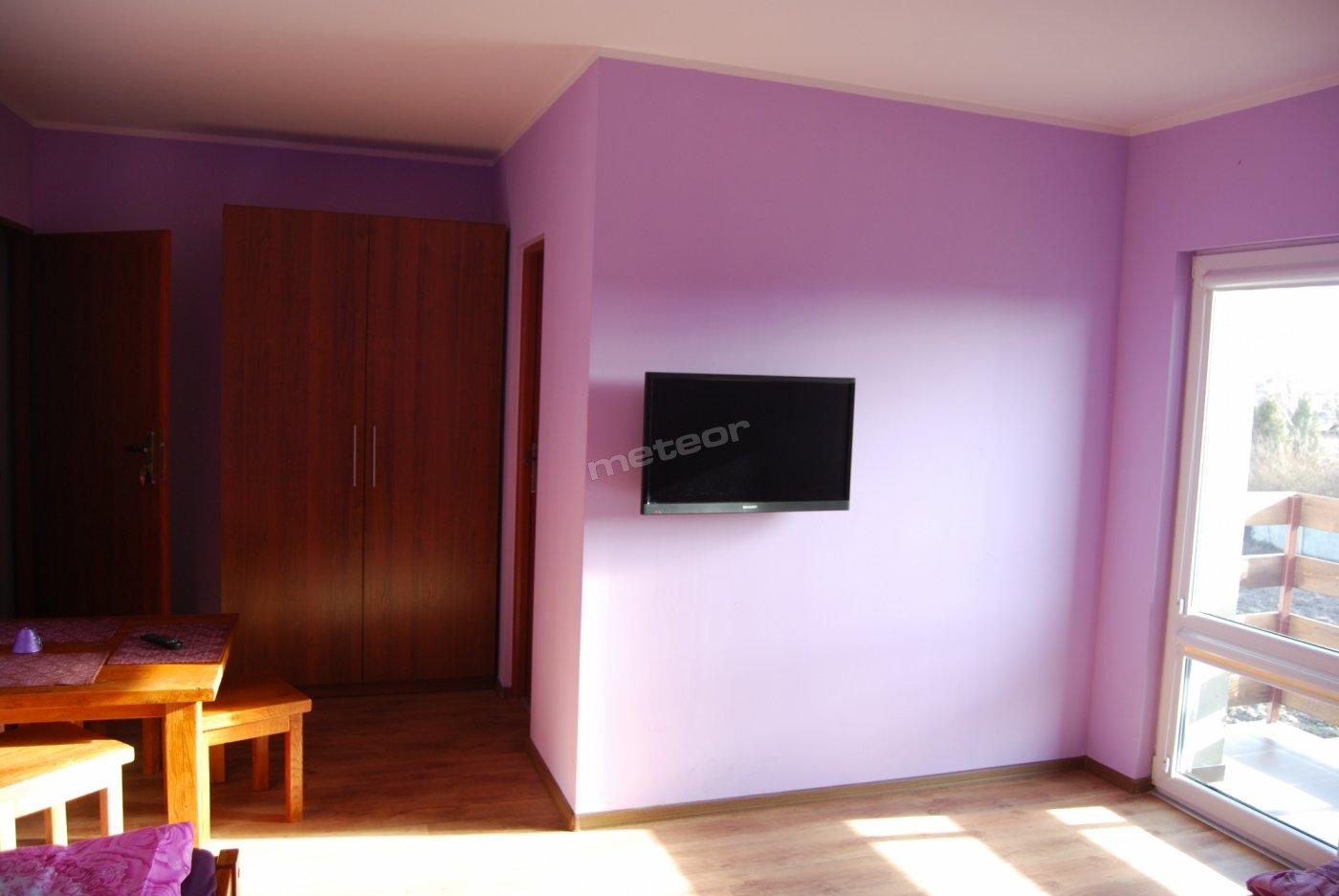 pokój górski, balkonowy, 3 - osobowy, taras do wyłącznej dyspozycji gości. stół i krzesła lity dąb.