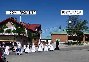 """"""" Promień """" Dom dla Pielgrzyma i Turysty Łagiewniki. Noclegi dla grup zorganizowanych z pełnym wyżywieniem w restauracji obok. Można zamówić śniadania, obiady i kolacje."""