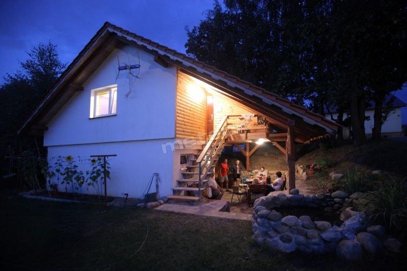domek rodzinny,dla grupy przyjaciół /pokój 5 osobowy,pokój 4osbowy,salon telewizyjny z kuchnia,zadaszony taras kominkowy,trzy łazienki,preferowane tygodniowe pobyty za wynajm1600 zł 7 dni/