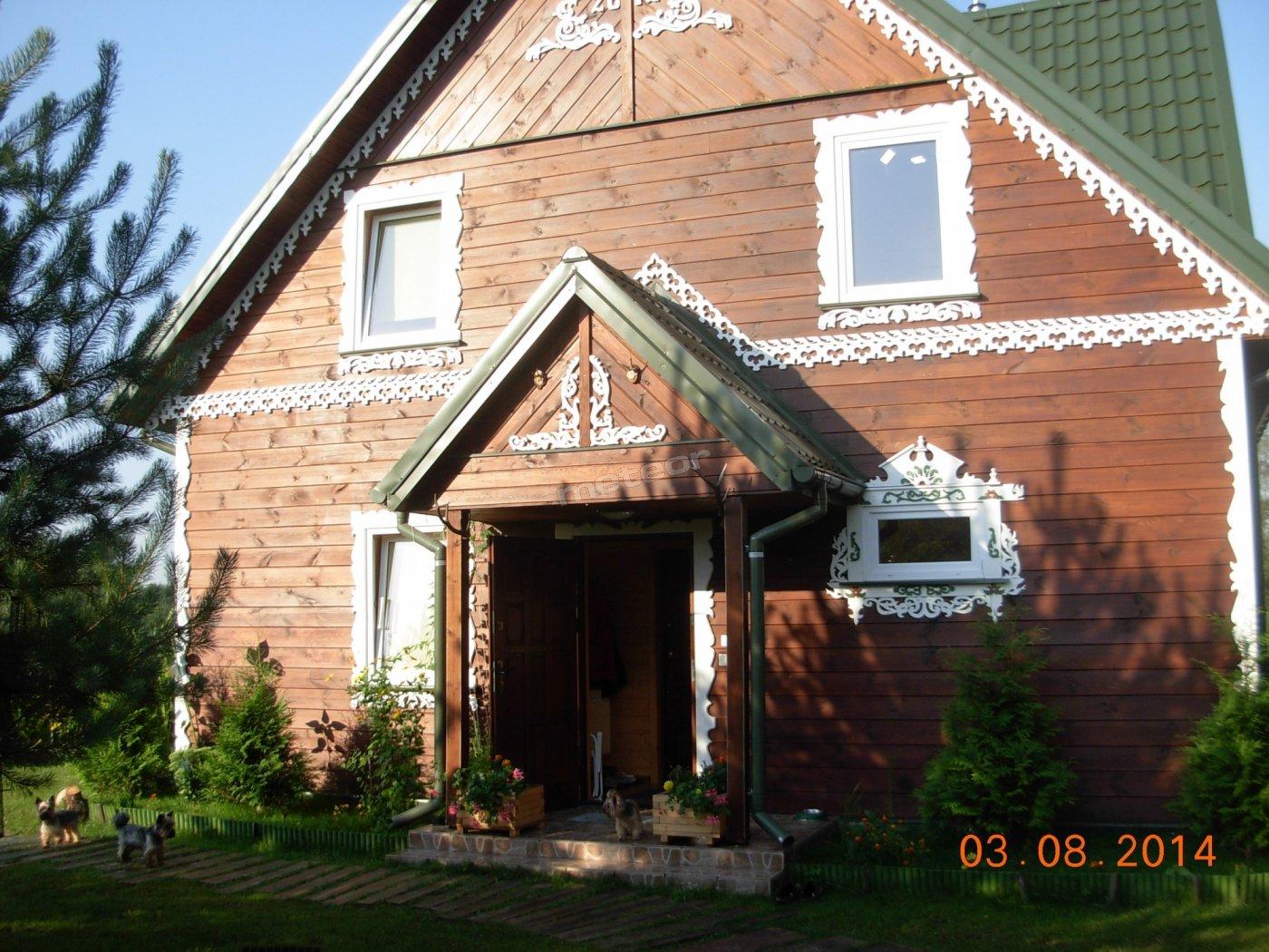 Dom z trzema pokojami , dwa pokoje 3 osobowe i 2 osobowy.