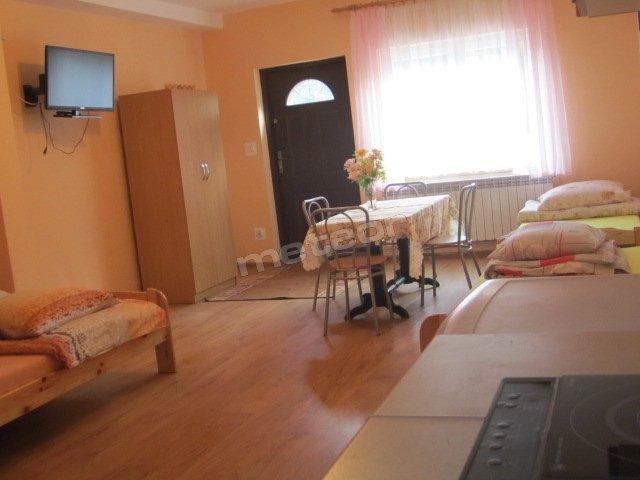 apartament 4-osobowy z aneksem kuchennym i łazienką