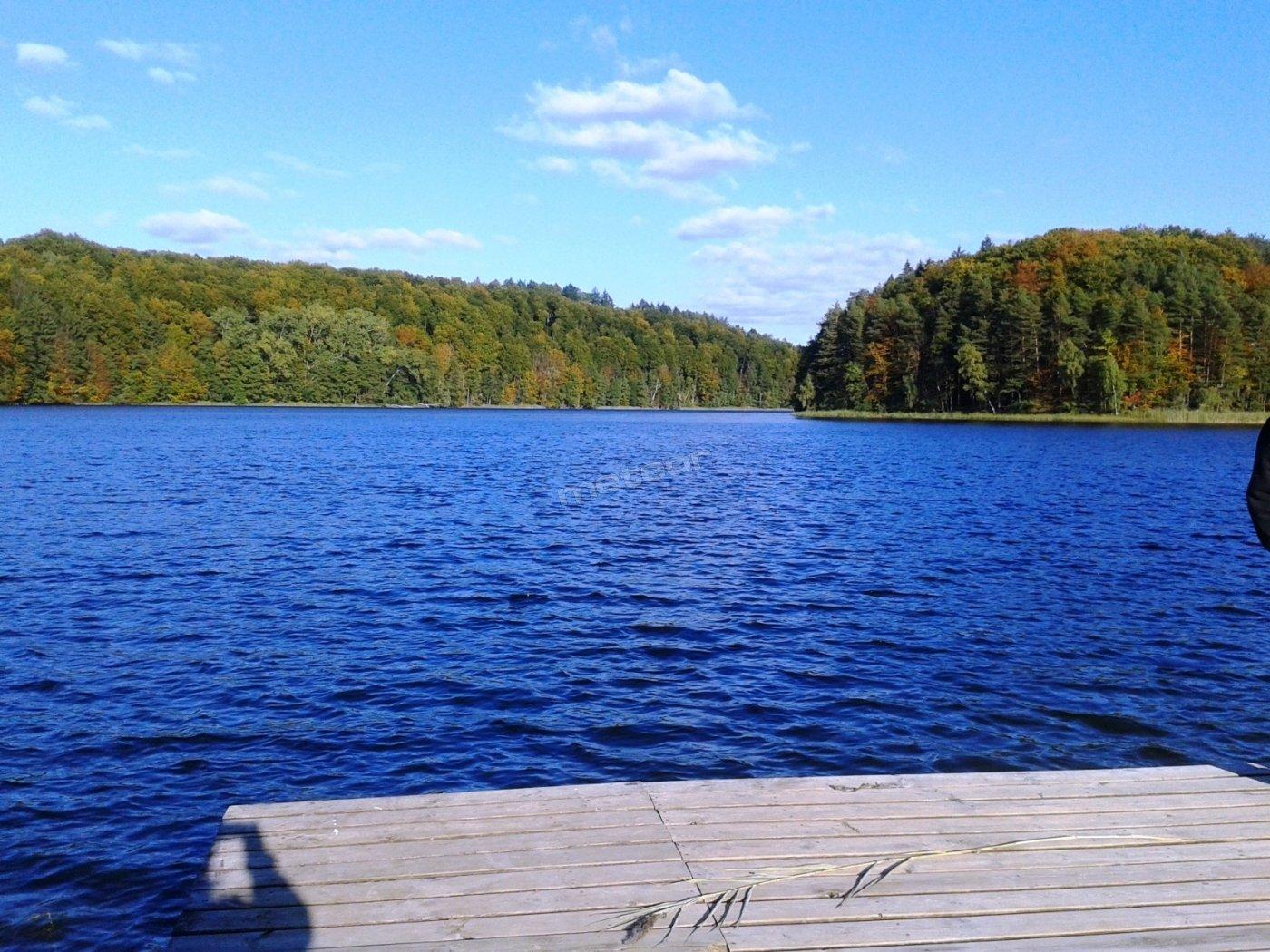Panorama jeziora, widok z kładki