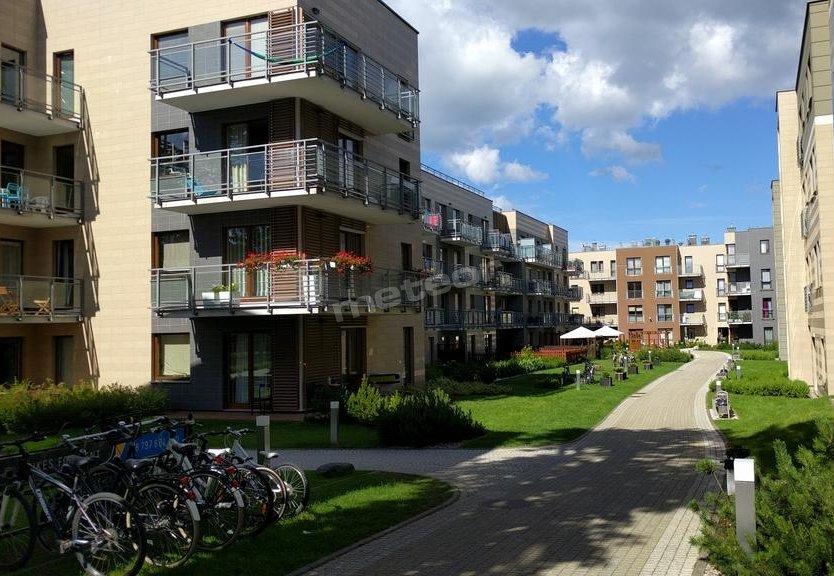Apartamentowiec - patio wewnętrzne