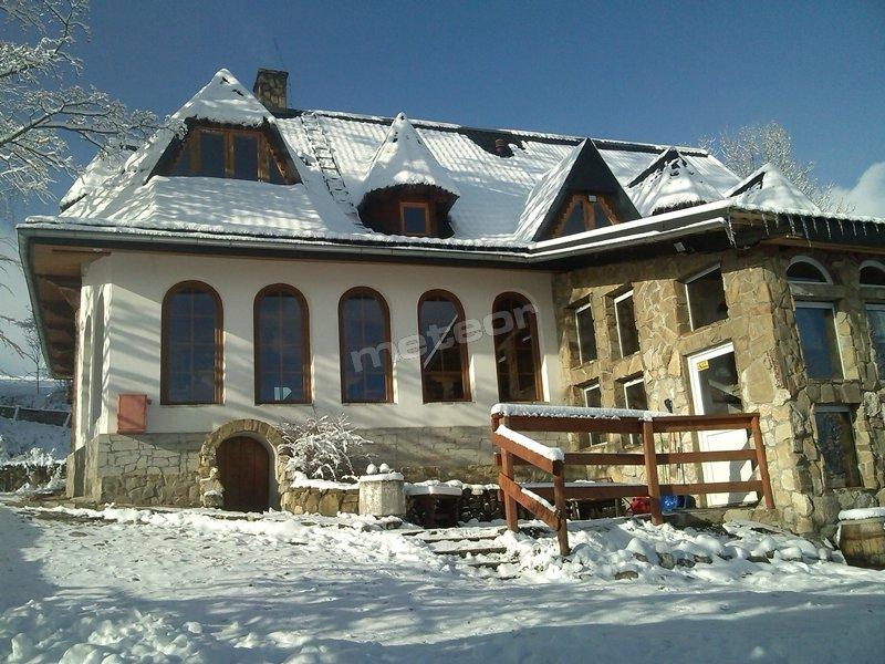 budynek  wscenerii zimowej  wejscie od podworza