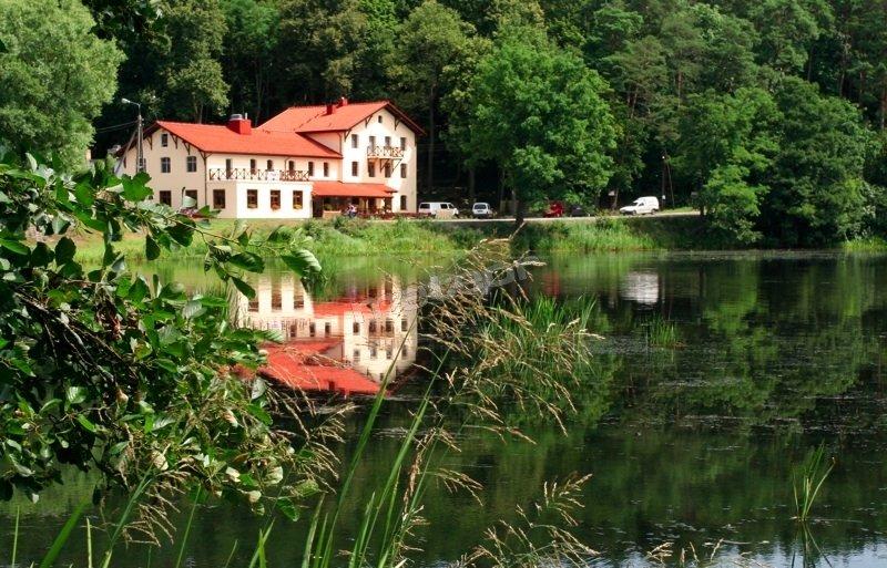 Pensjonat - widok z drugiej strony rzeki