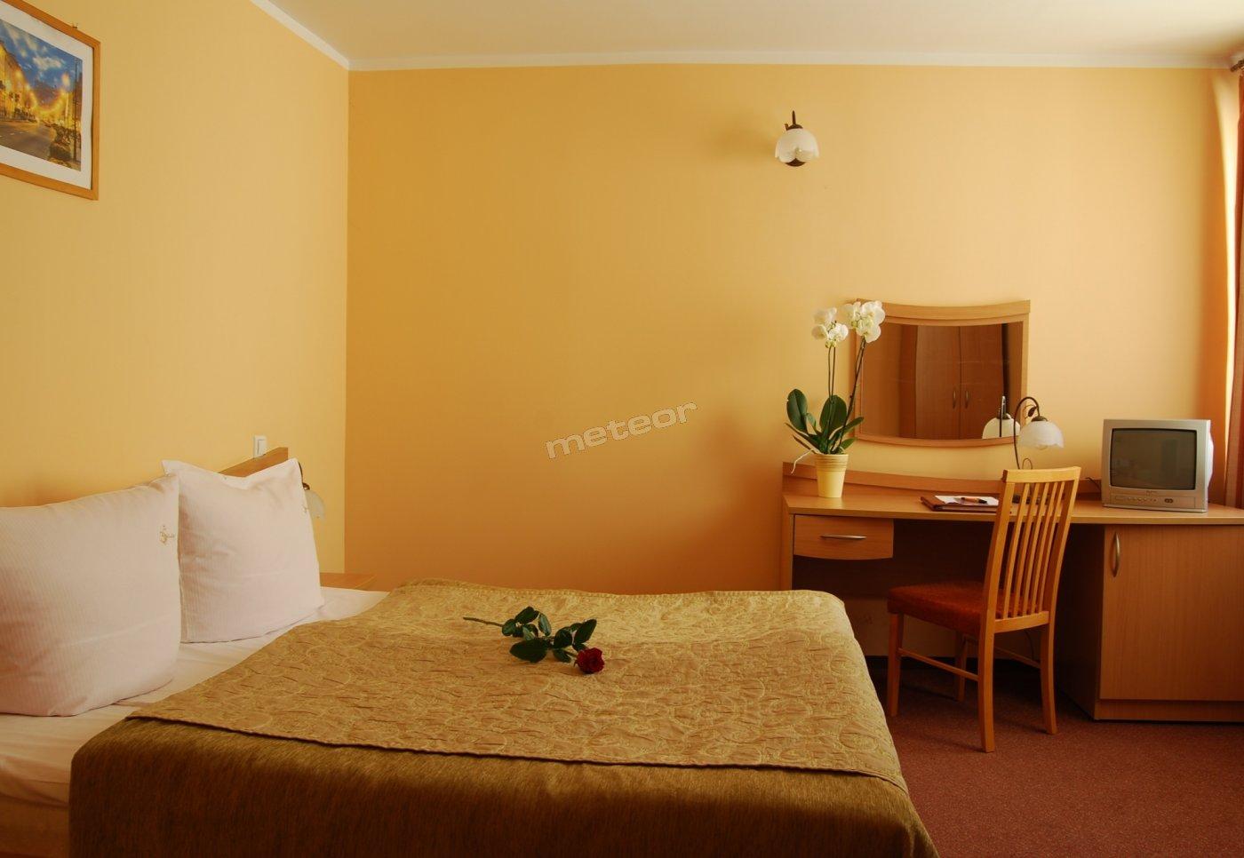 Hotel, Restauracja Trzy Światy