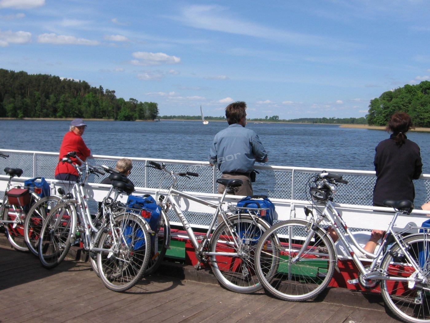 Na promie z Popielna ( stacja PAN konika polskiego )  w kierunku na Mikołajki. Jezioro Bełdany.